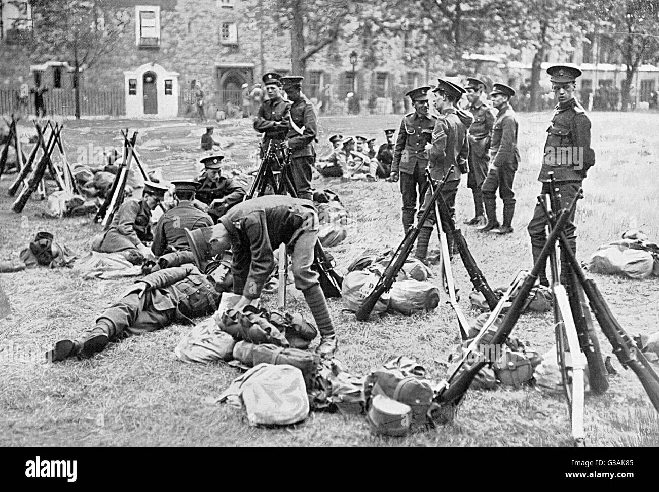 Just before the British Army was mobilised following the outbreak of World War I, a number of London Territorial - Stock Image