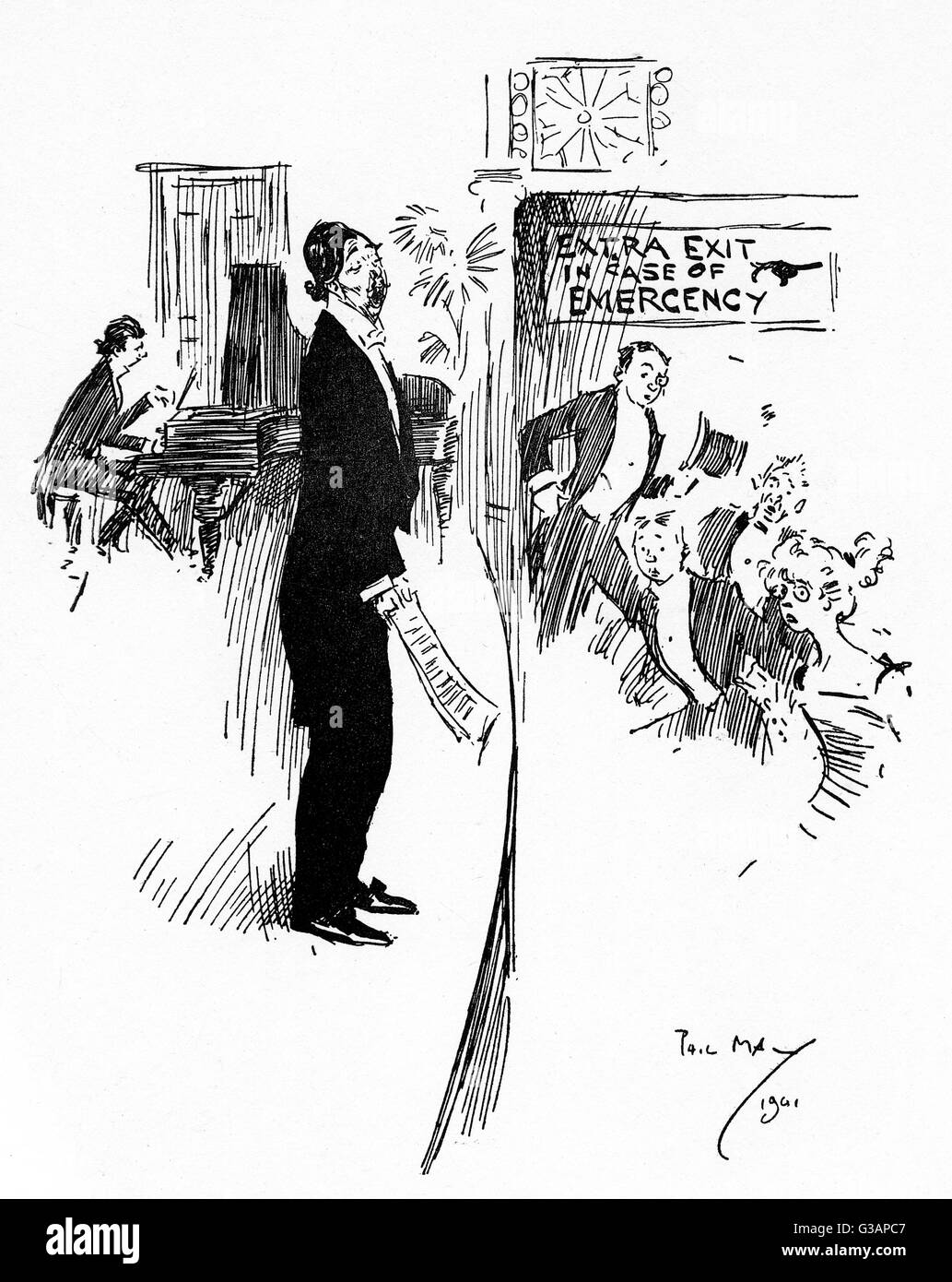 A new Seaside Tenor launches into his signature tune. It looks as if the audience may just be making use of the - Stock Image