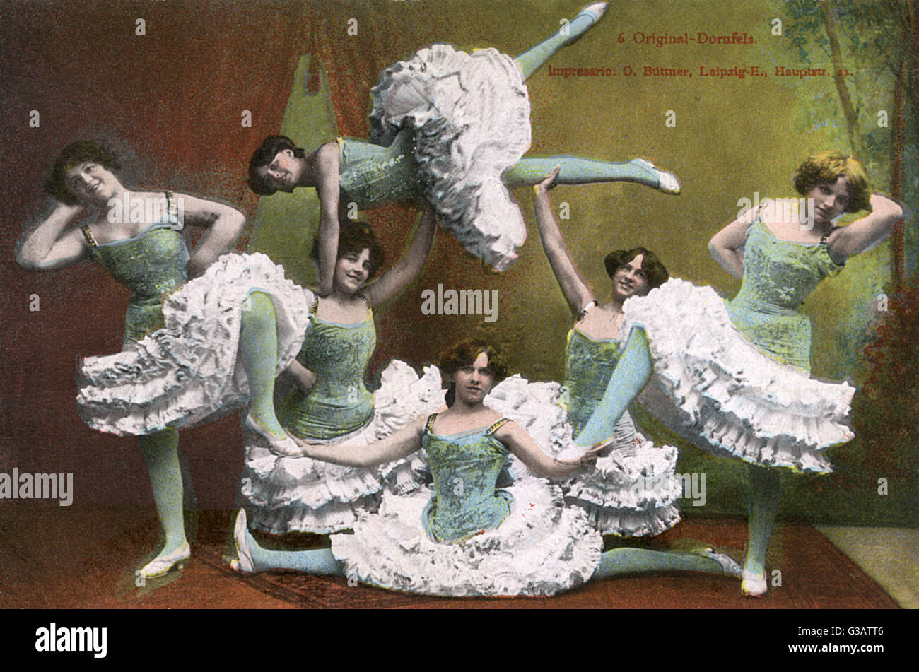 German female dance troupe striking a sculptural pose!     Date: 1907 - Stock Image