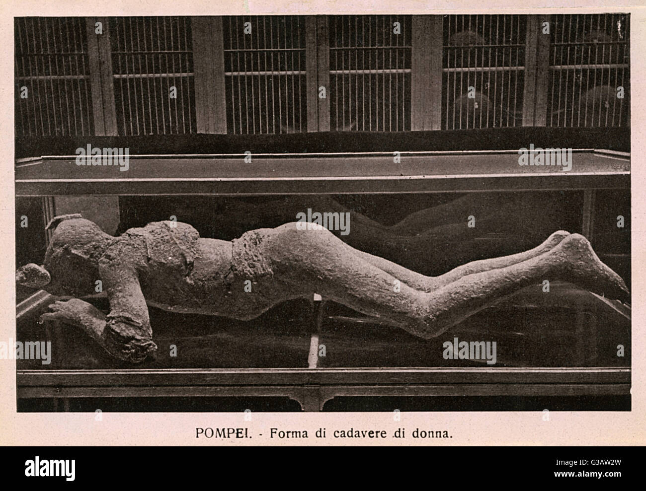 Pompeii - Italy - Body of a Woman - perfectly preserved in the volcanic ash.     Date: circa 1910s - Stock Image