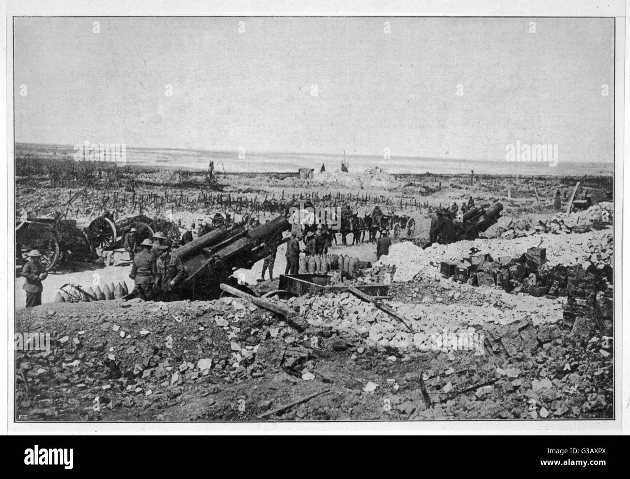 British heavy field artillery  being moved into position on  the Western Front        Date: 1918 - Stock Image