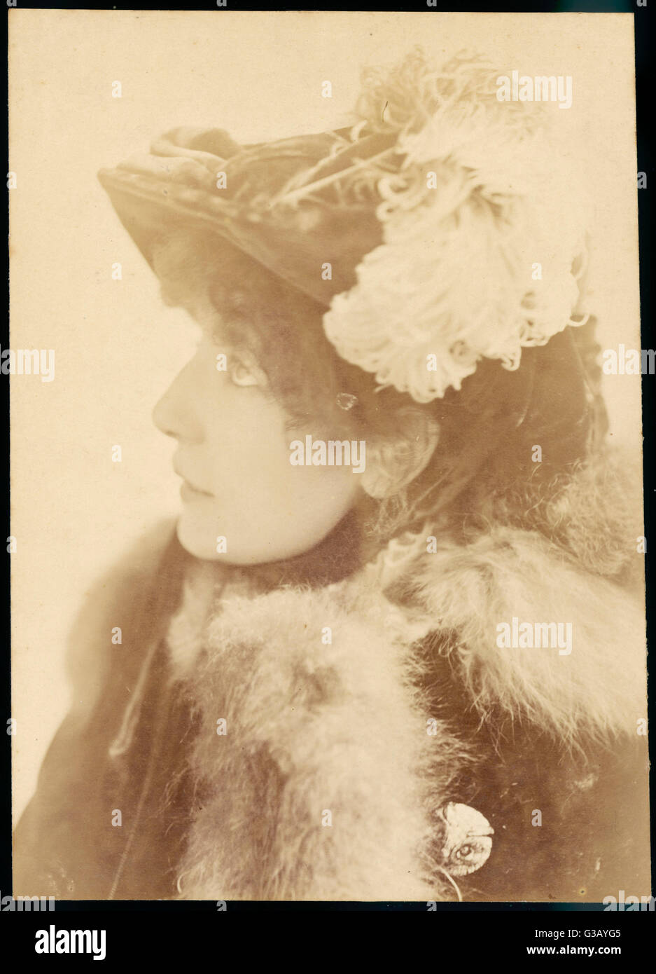 SARAH BERNHARDT  French actress in a feather-trimmed hat       Date: 1845 - 1923 - Stock Image