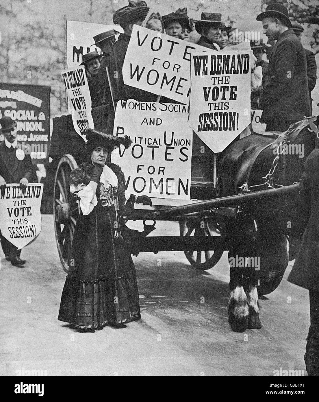 A WSPU demonstration in London.   The placards state 'We demand  the vote this session.' Mrs  Frances Rowe - Stock Image