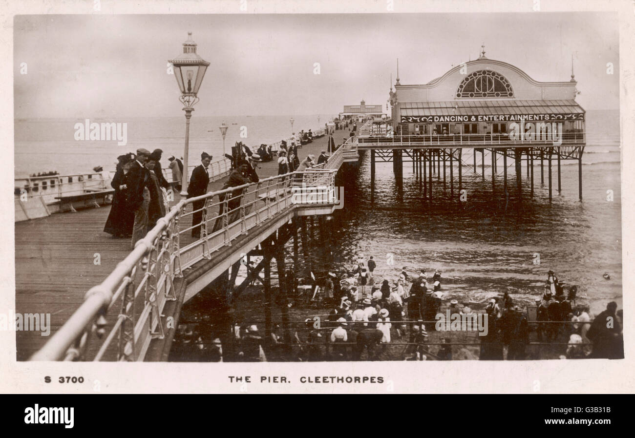 Cleethorpes pier, Lincolnshire     Date: 1912 - Stock Image