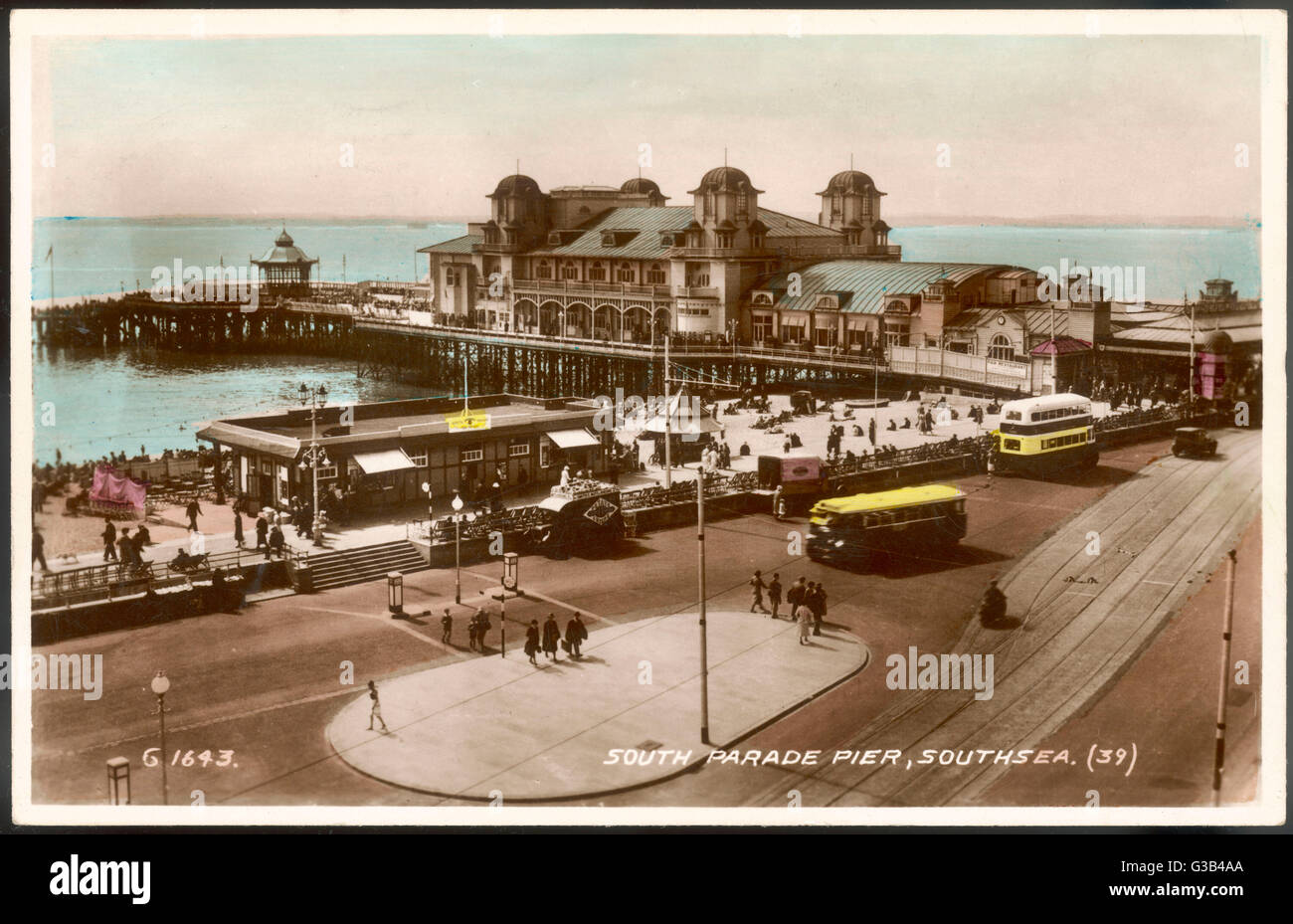 Southsea, Hampshire: South Parade Pier        Date: 1930s - Stock Image