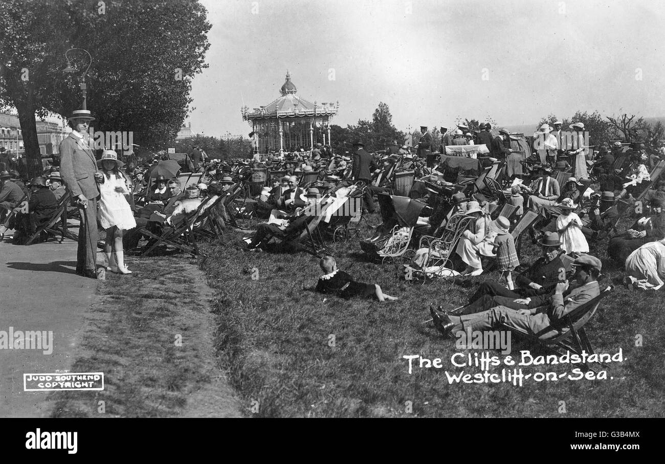 Westcliff-on-Sea, Essex: cliffs and bandstand        Date: circa 1910 - Stock Image