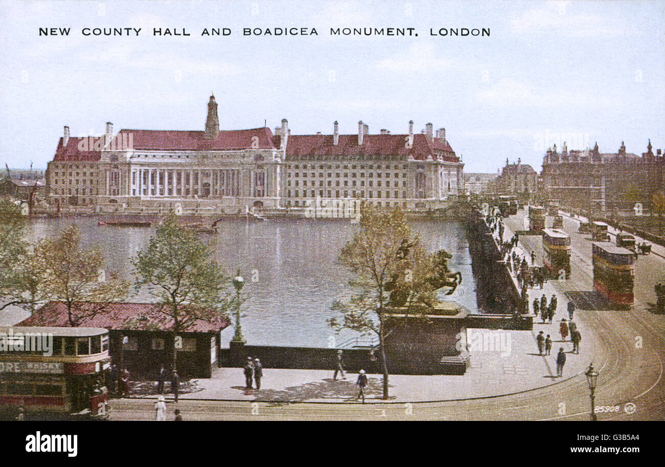 County Hall, with the Boadicea monument (concealed by a tree)       Date: 20th century - Stock Image