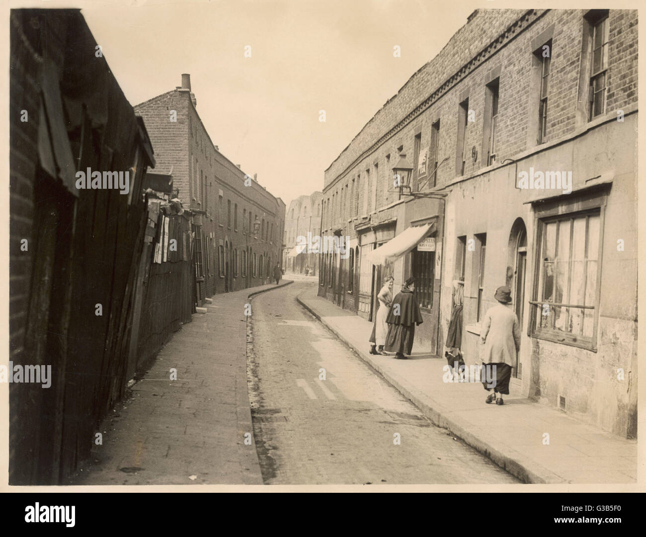 Limehouse Causeway         Date: early 20th century - Stock Image