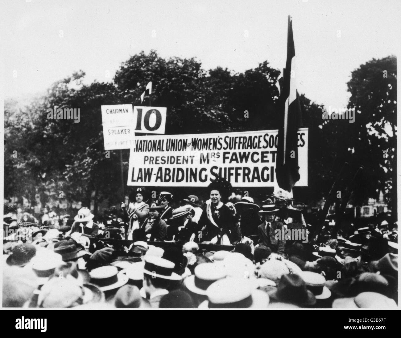 Millicent Garrett Fawcett  speaks at Hyde Park, after  'pilgrimage', on March 26th,  1913       Date: 26th - Stock Image