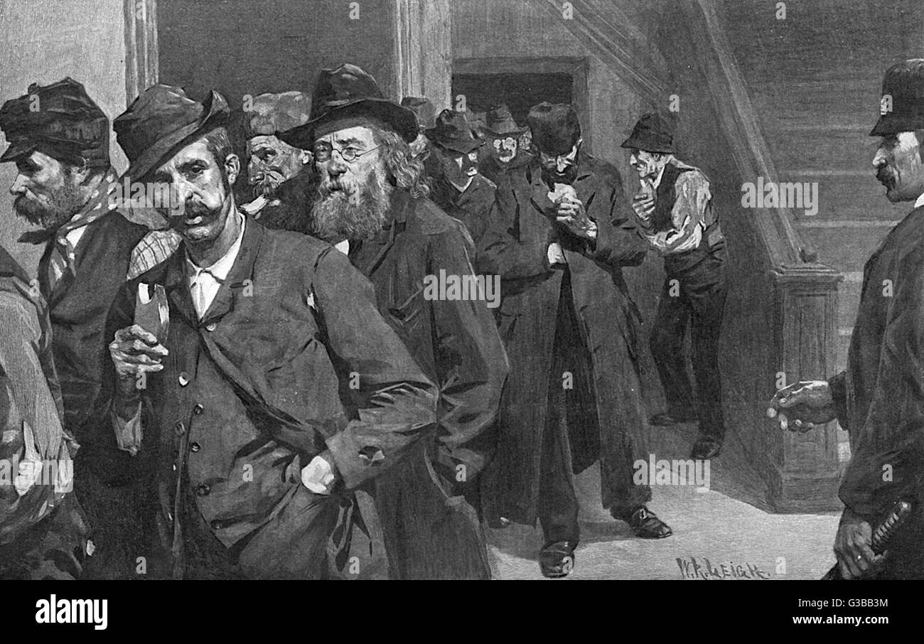 Down-and-outs in New York are given breakfast at a police station       Date: 1898 - Stock Image