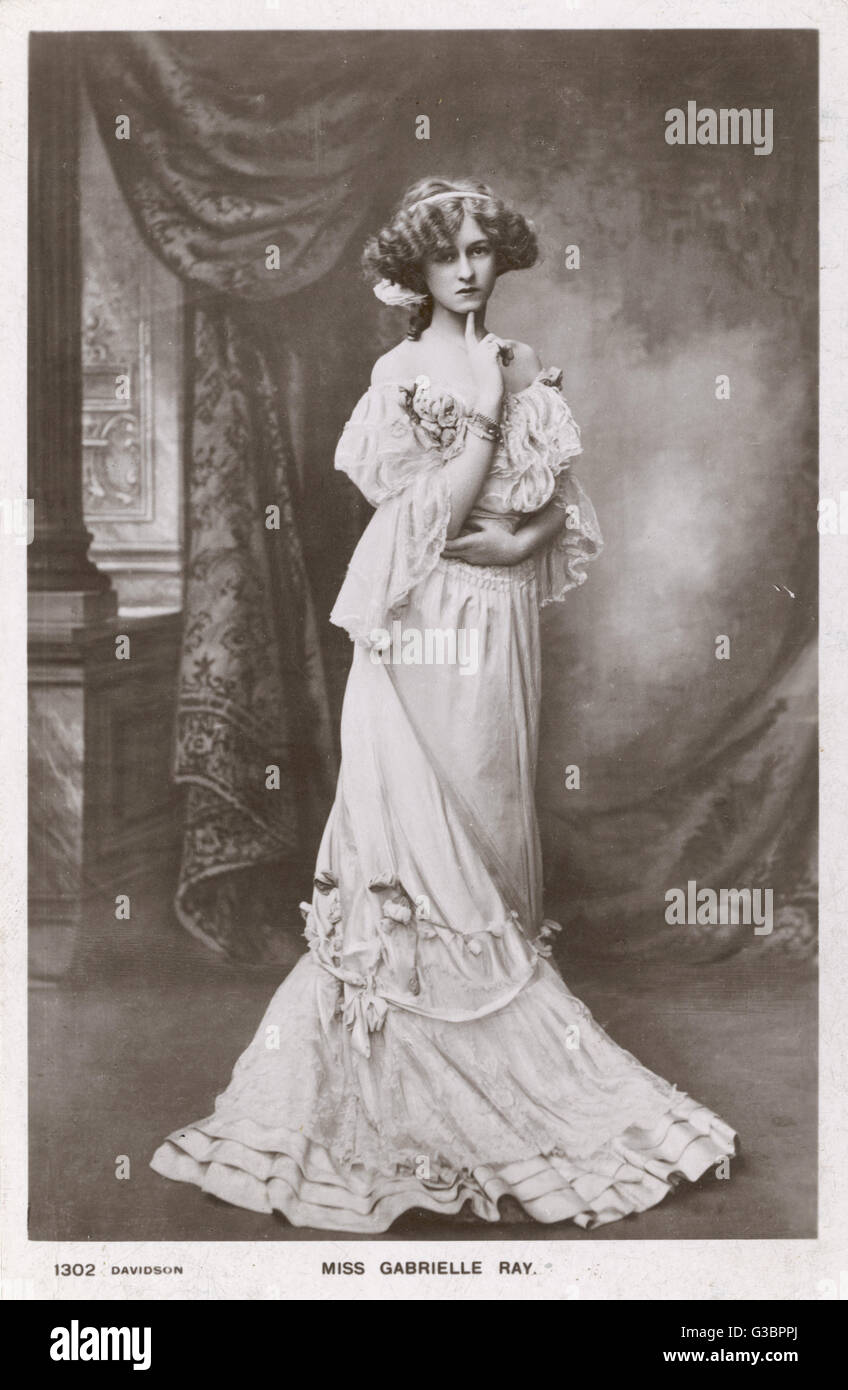 GABRIELLE RAY  (1883 - 1973) Actress, wearing an off-the- shoulder dress, decorated with  flowers.      Date: early - Stock Image