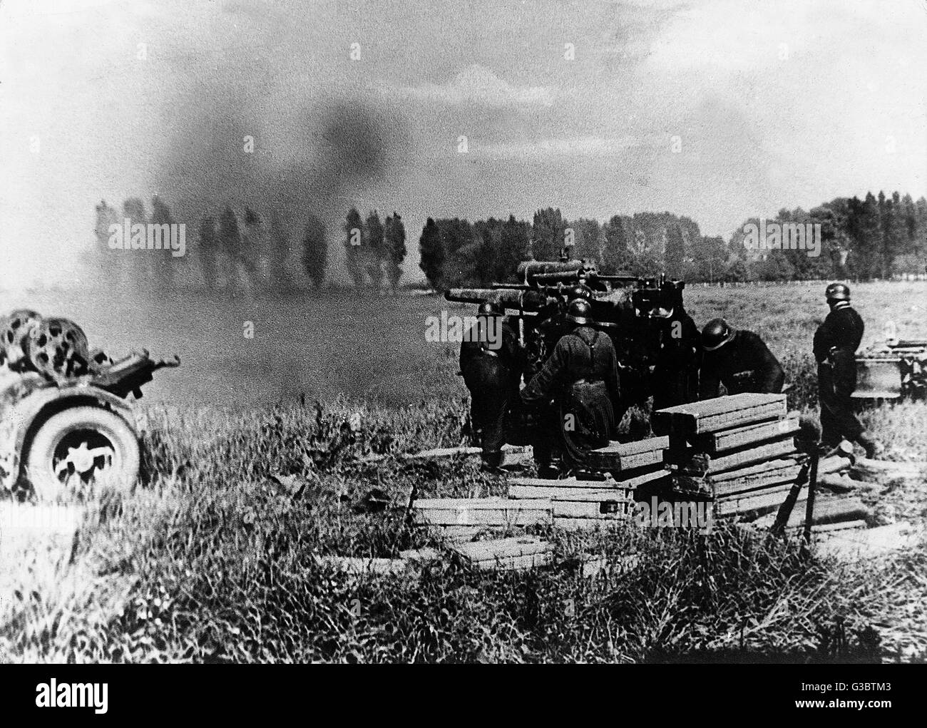 One of Rommel's 8.8cm anti-aircraft guns in action against British tanks     Date: May 1940 - Stock Image