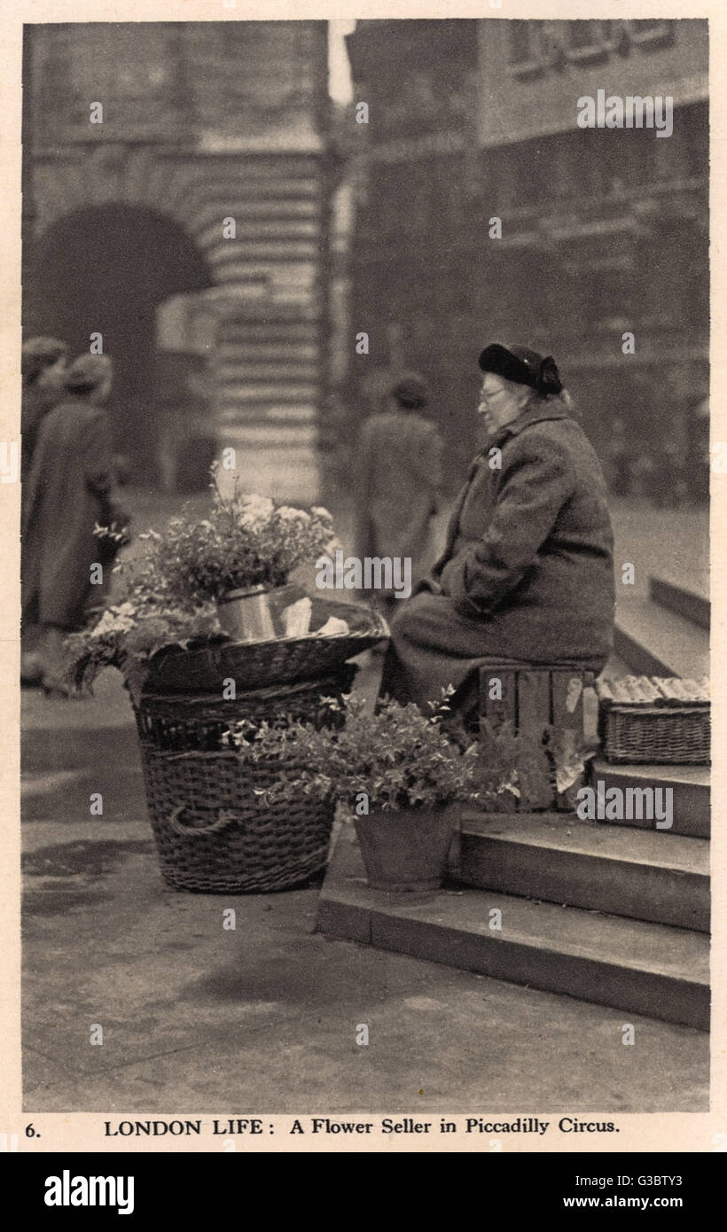 London Life - A Flower Seller in Piccadilly Circus     Date: circa 1940 - Stock Image