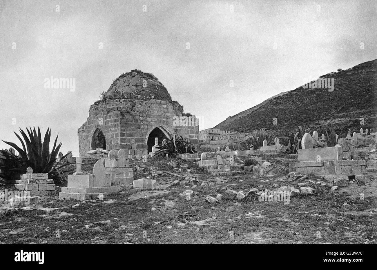 Moslem cemetery at Nablus, Palestine, West Bank.      Date: 1920s - Stock Image