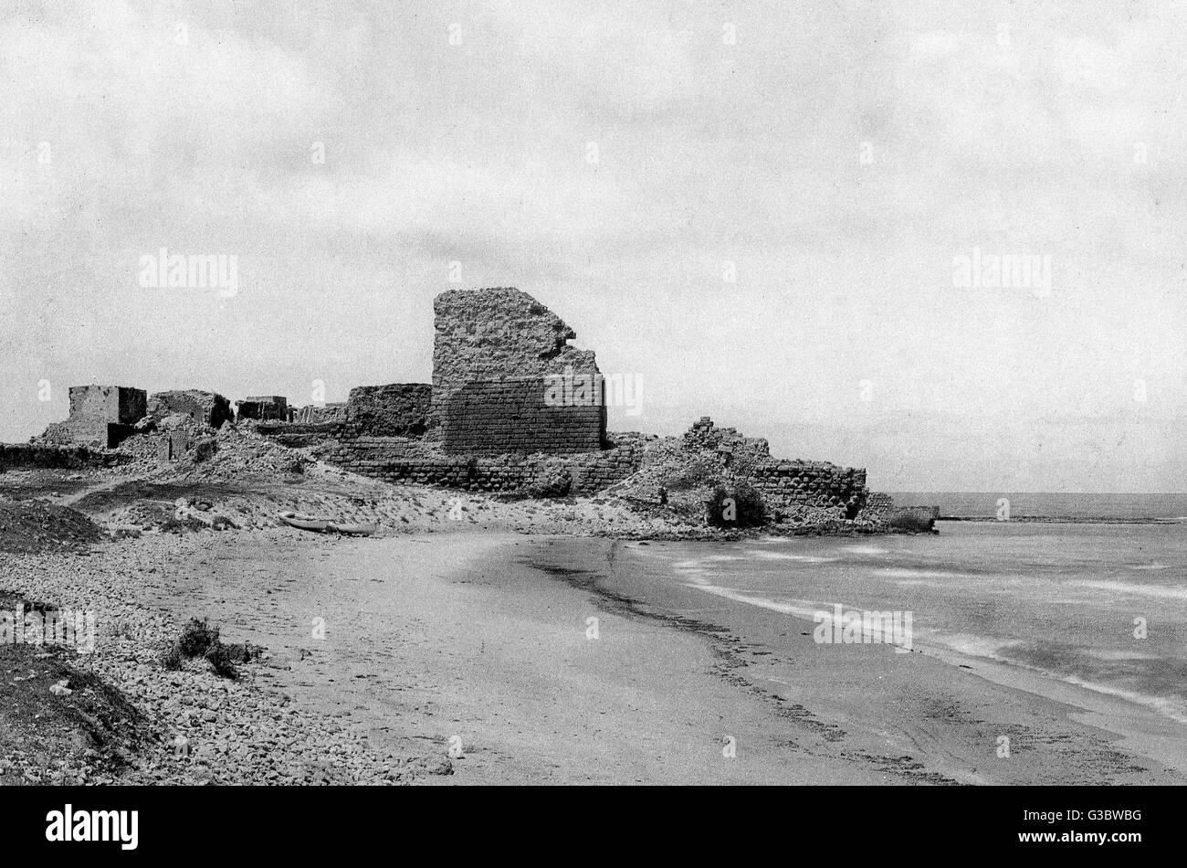 Ruined crusader fort at Atlit, near Haifa, Galilee, Northern Israel.      Date: 1920s - Stock Image