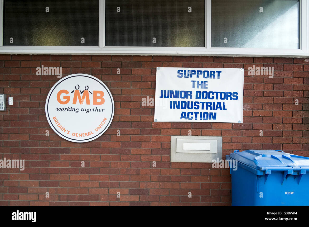 Poster and banners at GMB offices saying Yes, in favour of Remain in the European Union, Preston, Lancashire, UK - Stock Image