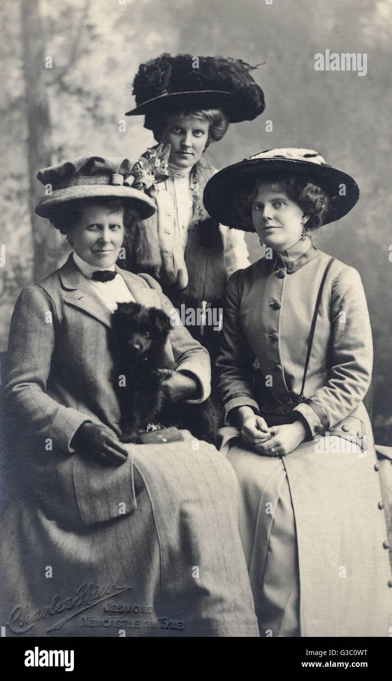Studio portrait, three women with a small black dog, photo by Charles Nicol, Jesmond, Newcastle on Tyne.      Date: - Stock Image