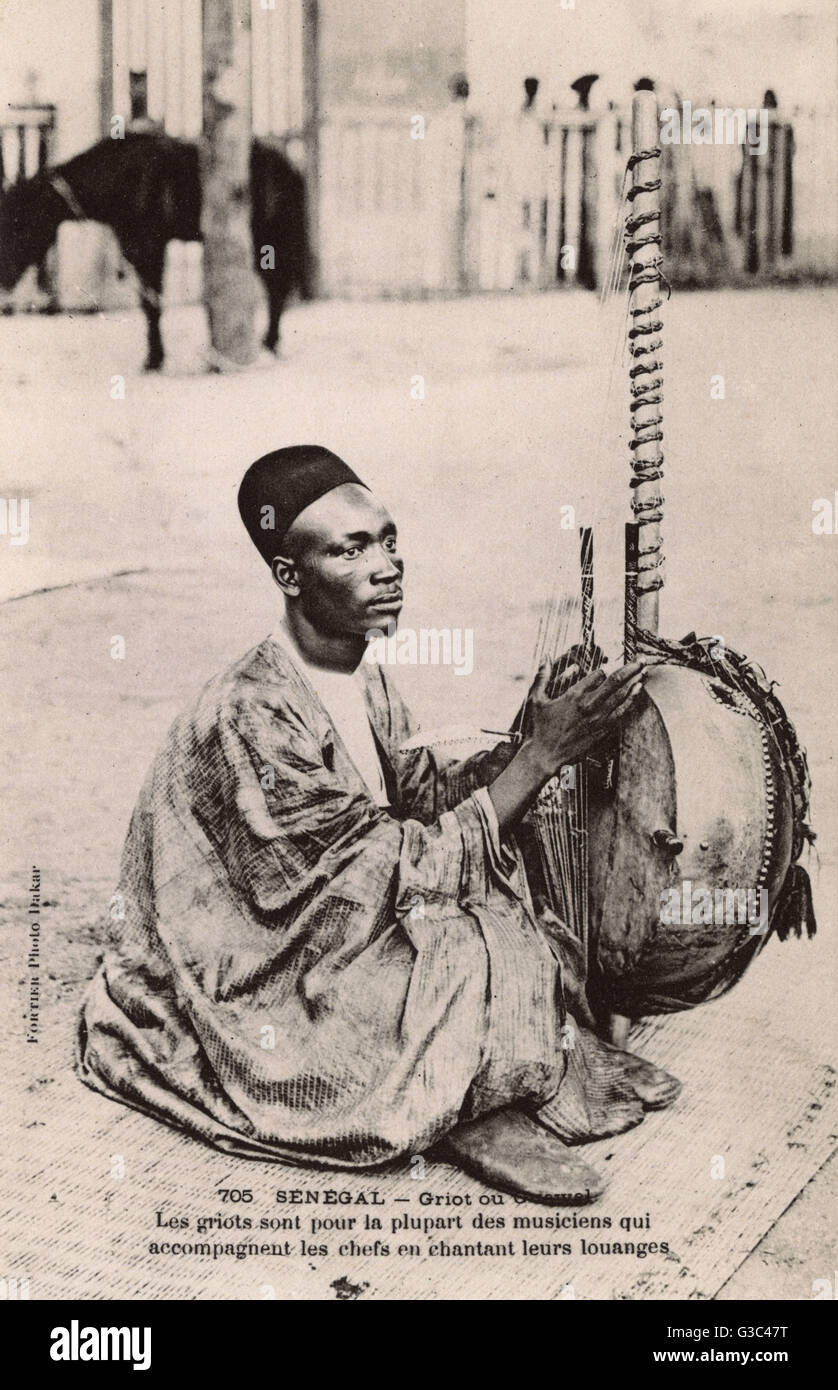 Senegal - seated Griot playing a Kora, a 21-stringed harp lute that originated in the Gambia River valley with the - Stock Image
