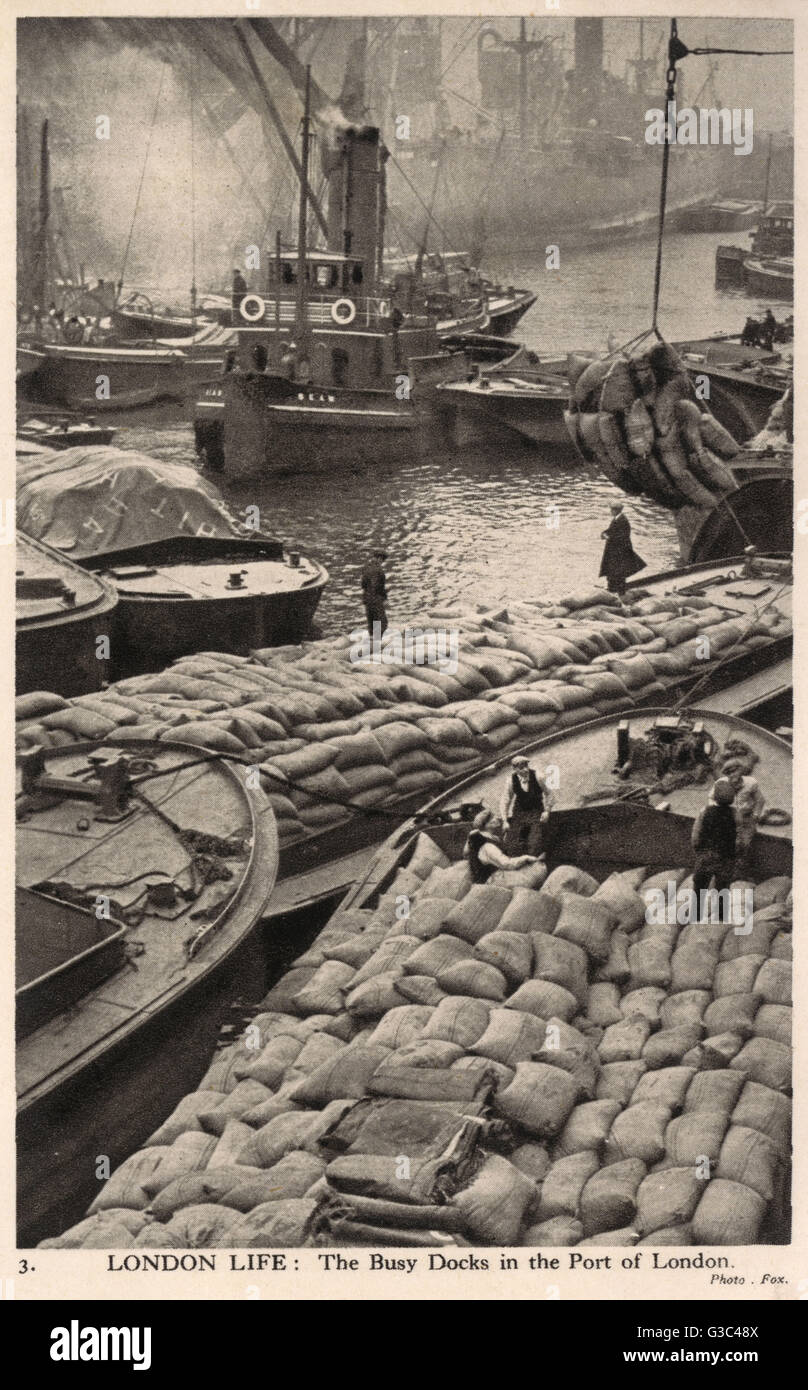 London Life - The Busy Docks of the Port of London     Date: circa 1940 - Stock Image