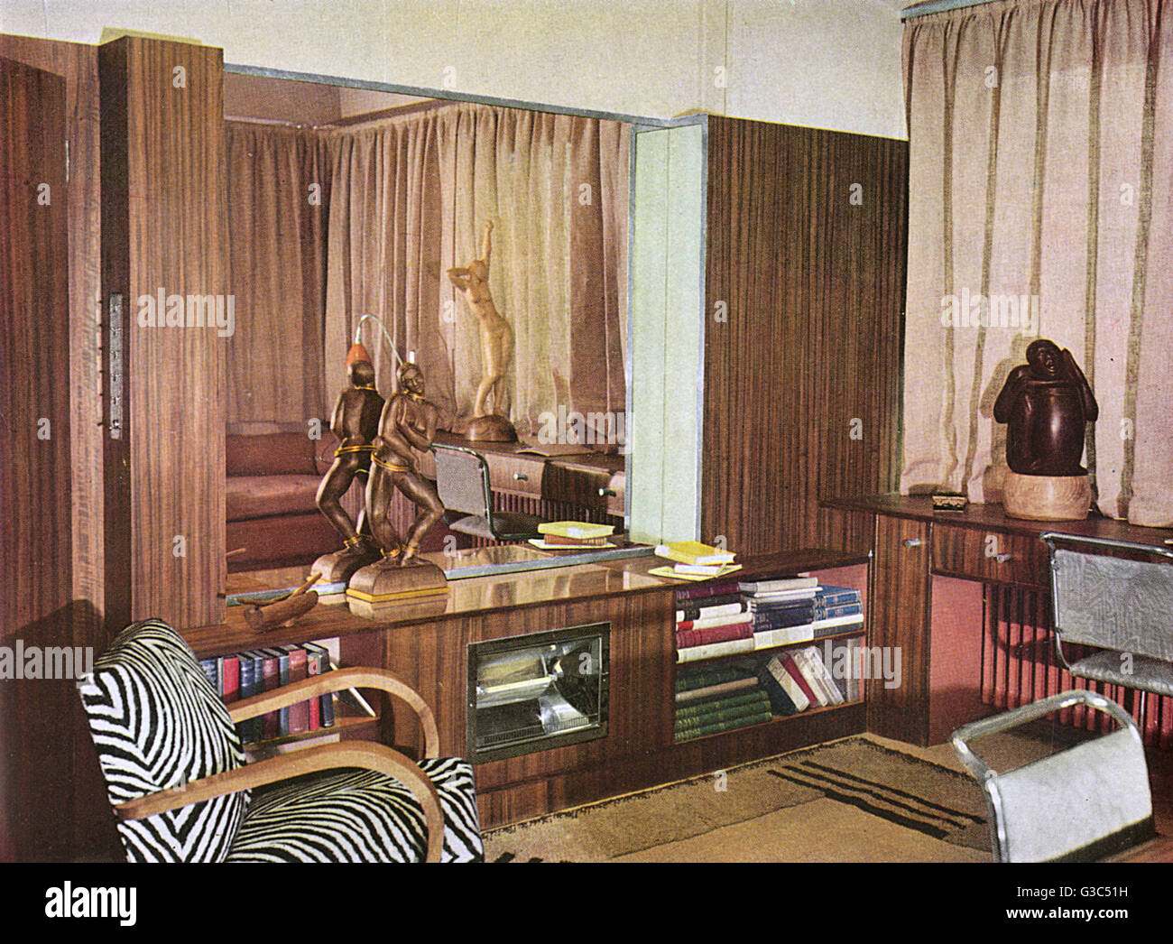 Living room and studio by Serge Chermayeff for the sculptor, A G Gibbons Grinling.       Date: 1933 - Stock Image