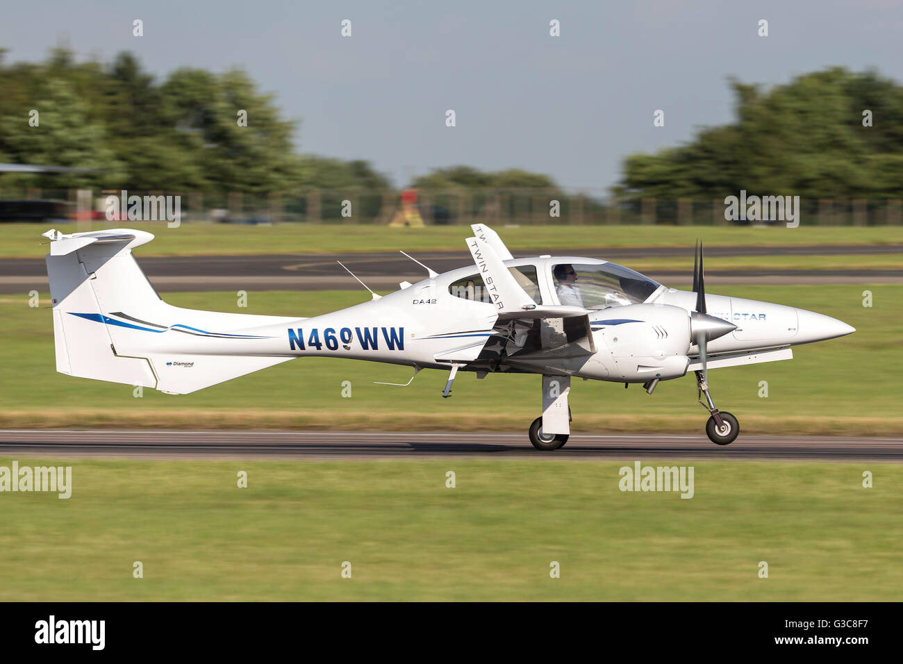 Diamond DA-42 Twin Star twin engine light aircraft N469WW - Stock Image