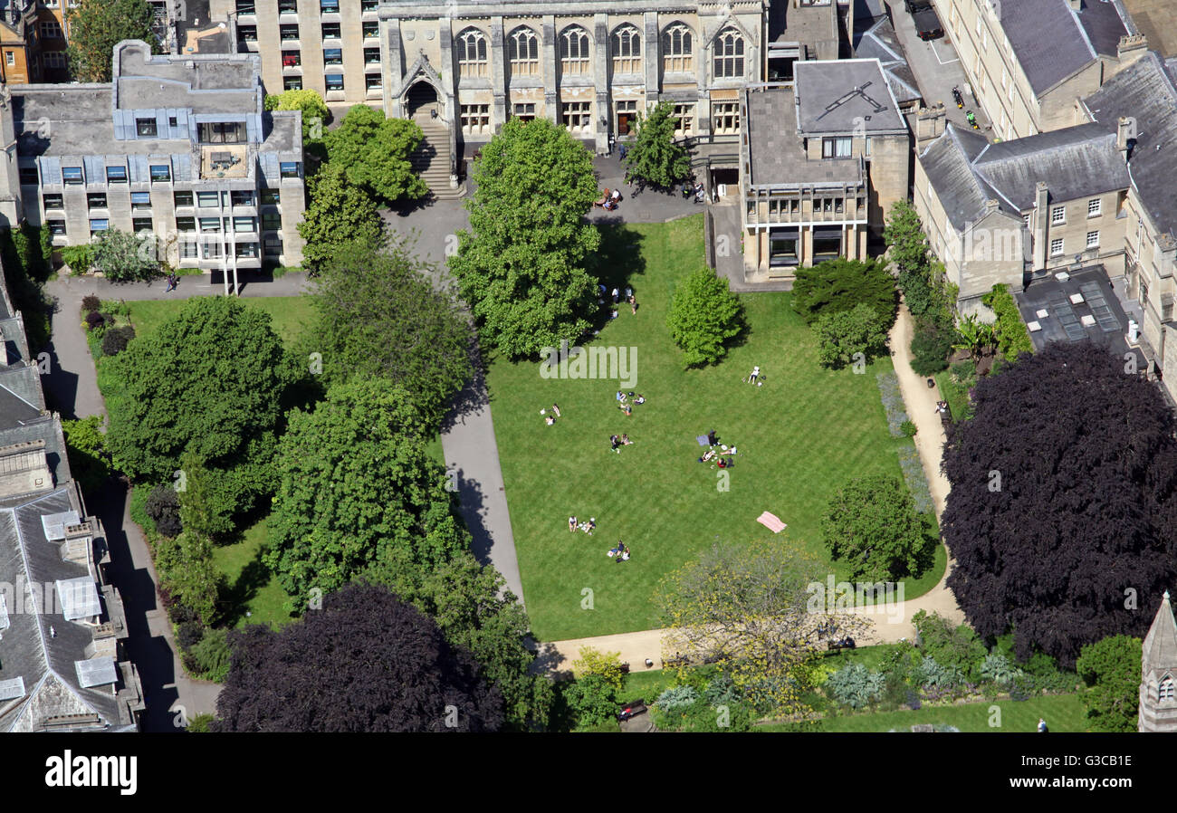 aerial view of students on the grass in a college quadrangle at Oxford University, UK - Stock Image