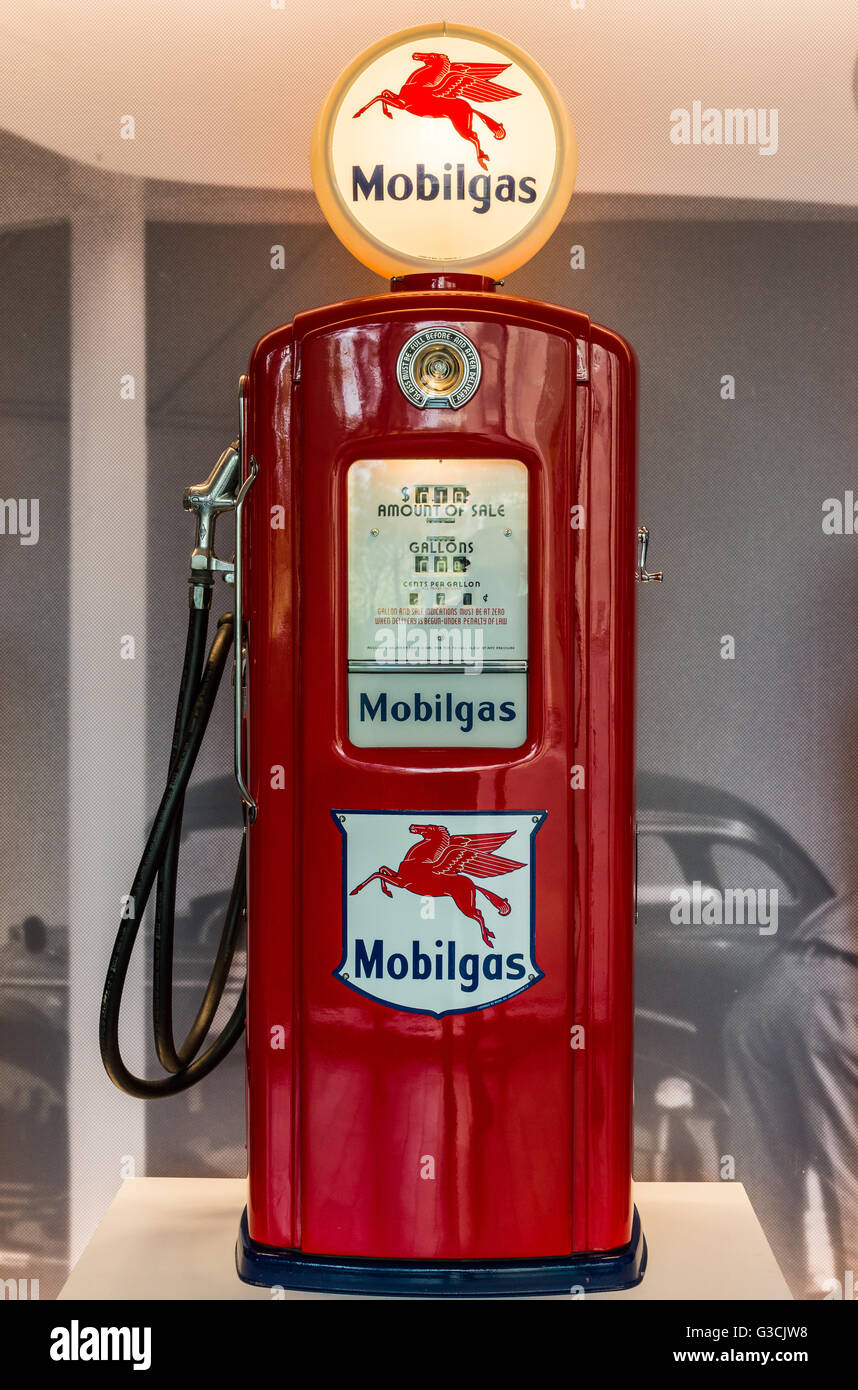 Vintage Mobil gas pump in display Stock Photo: 105384420 - Alamy