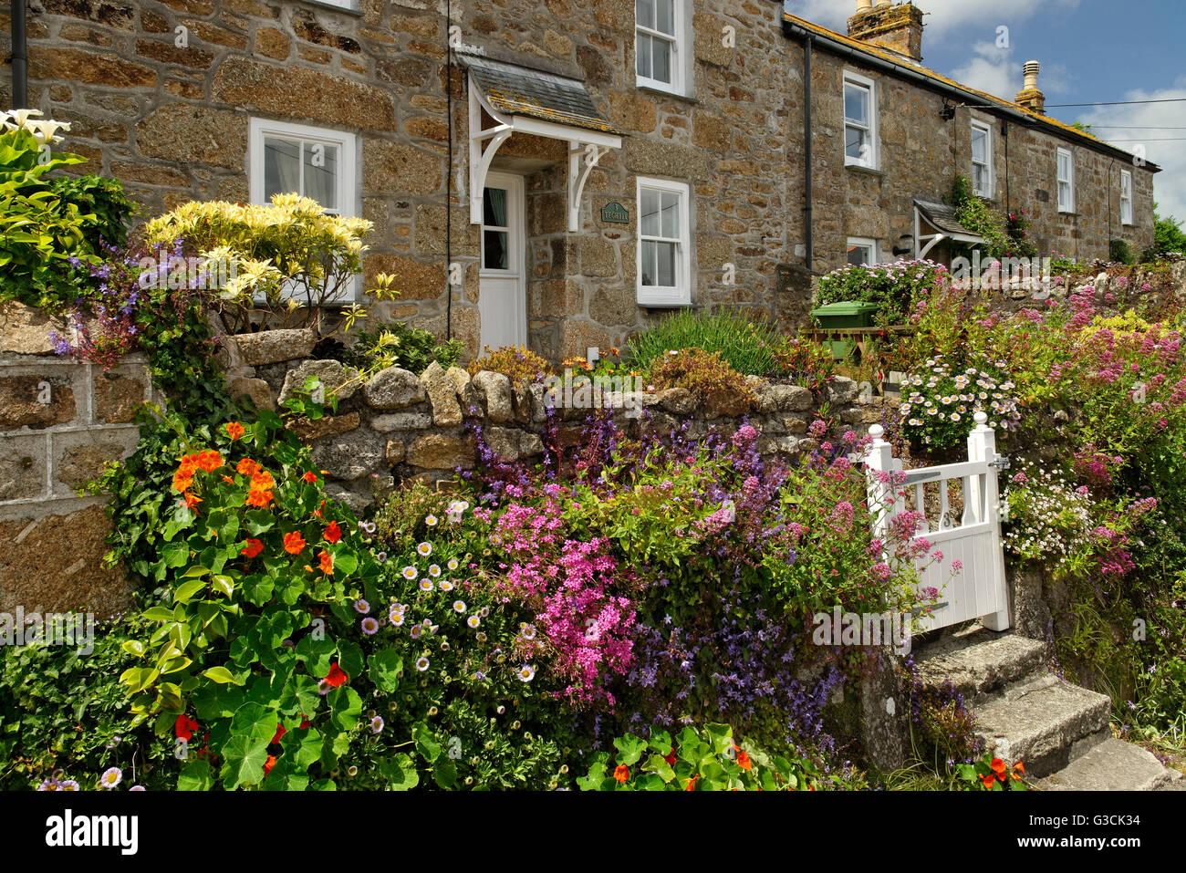 English Front Garden Stock Photos & English Front Garden Stock ...