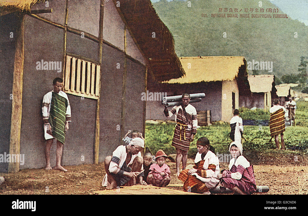 Siraya People, Taiwan (Formosa) - Essential house repairs taking place (during the period of the Japanese occupation - Stock Image