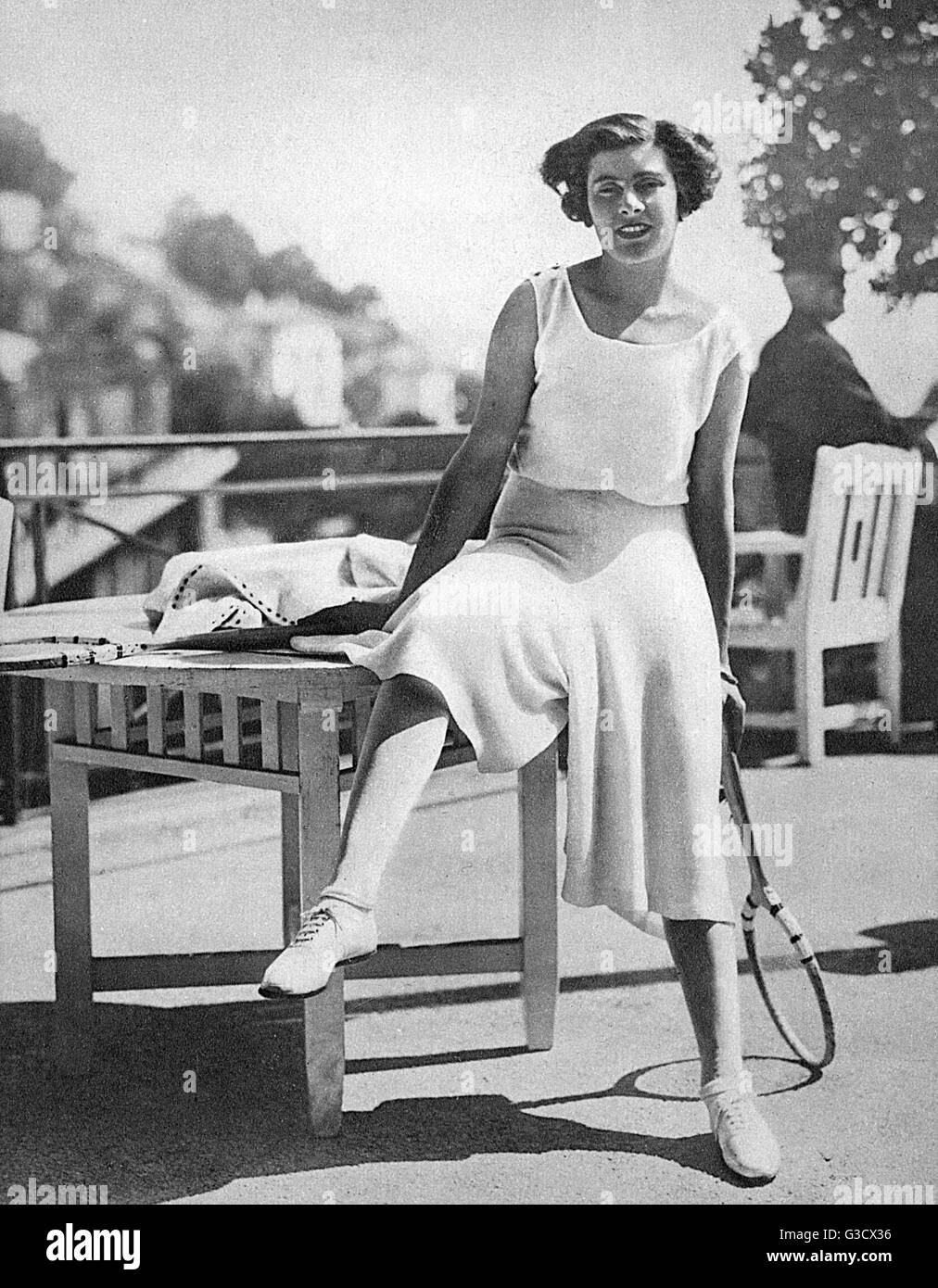 Lili d'Alvarez, Spanish tennis player, pictured modelling her famous culottes, or 'divided skirt' which - Stock Image