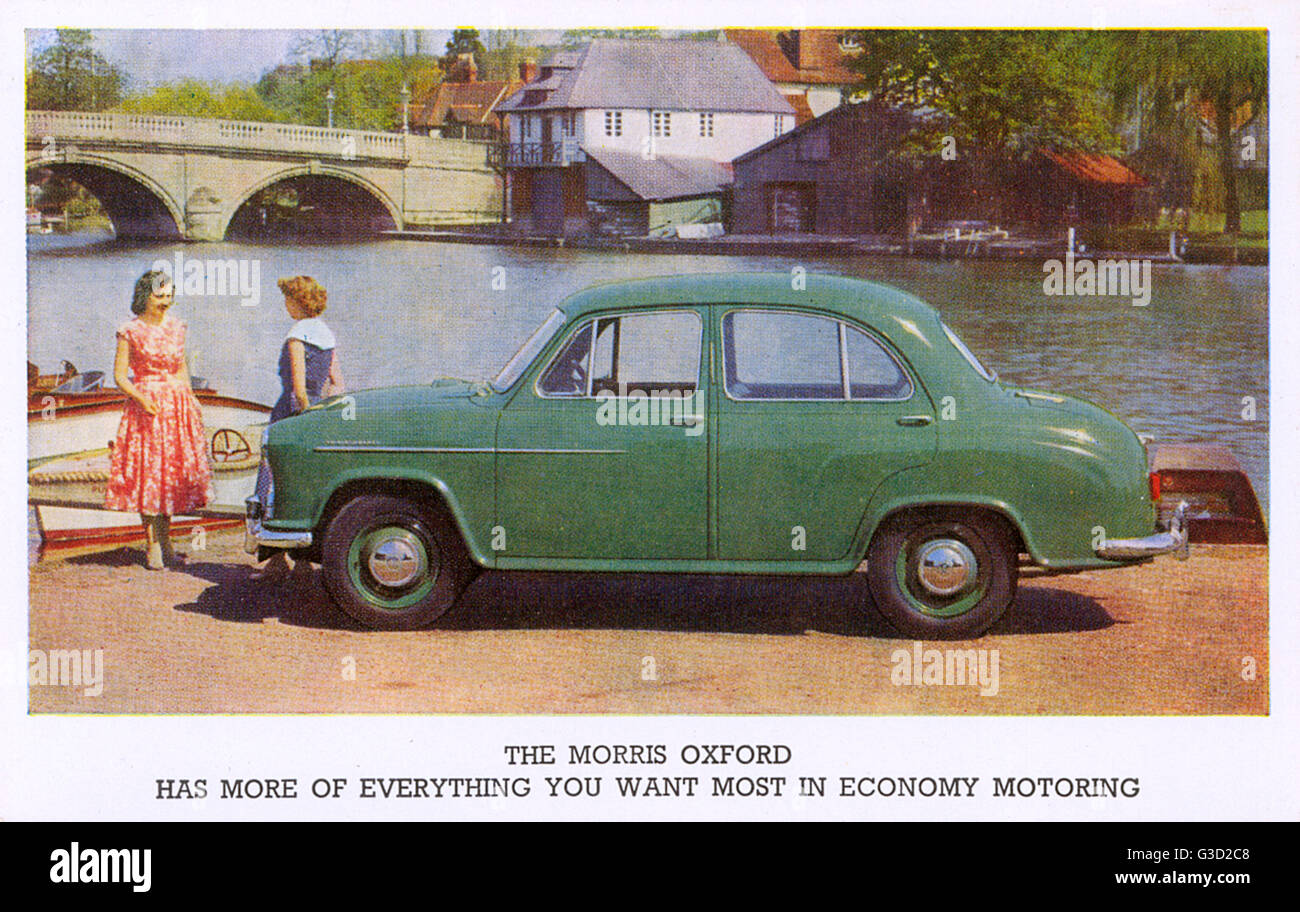 The Morris Oxford series II (1954-56) - Photographed with two young lovelies on the riverbank at Henley-on-Thames, - Stock Image