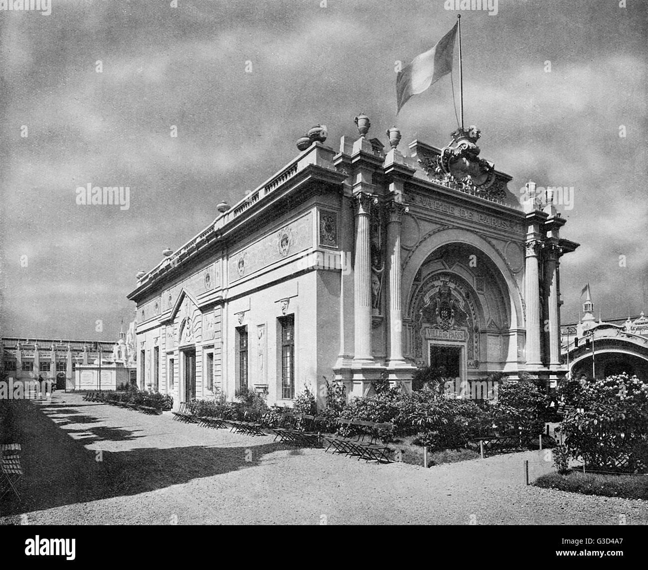 Photograph of the Ville de Paris pavilion in the Court of Progress in a souvenir booklet for the Franco-British - Stock Image