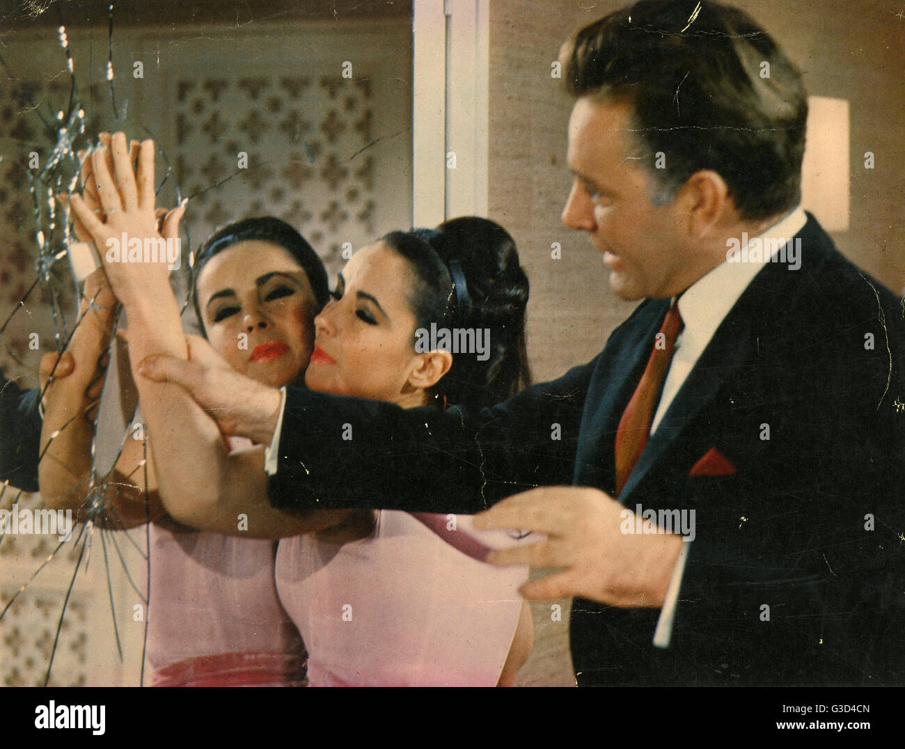The V.I.P.s (directed by Anthony Asquith) starring Elizabeth Taylor and Richard Burton (pictured).     Date: 1963 - Stock Image