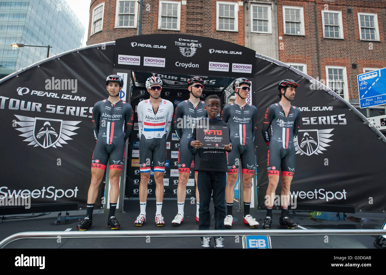 Croydon, London, UK. 7th June 2016. Pearl Izumi Tour Series round 9 evening race through the centre of Croydon. - Stock Image