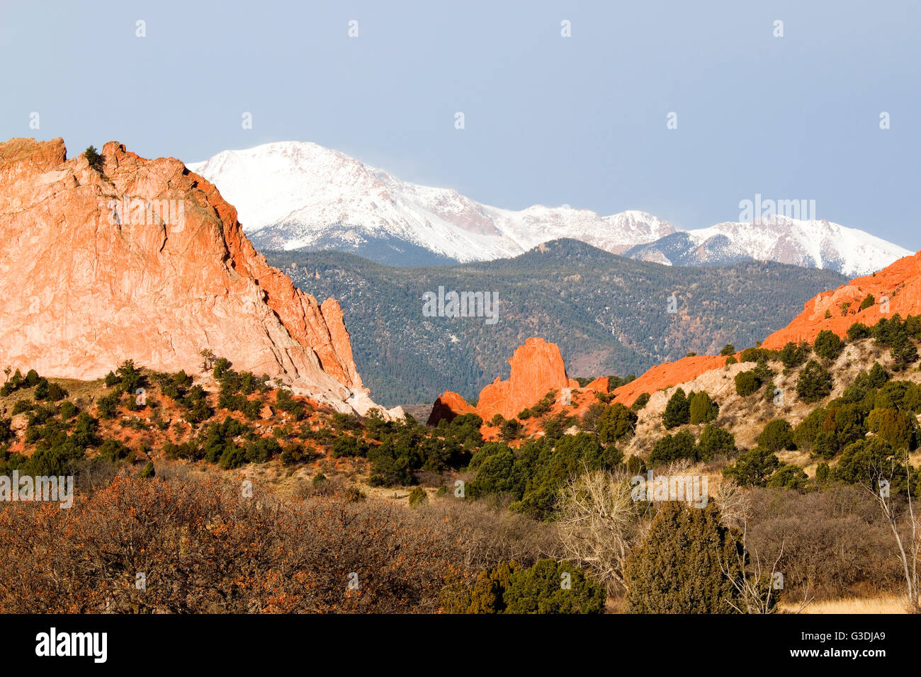 Sandstone spires and rock formations at the base of majestic Pikes Peak in the Garden of the Gods Park in Colorado - Stock Image