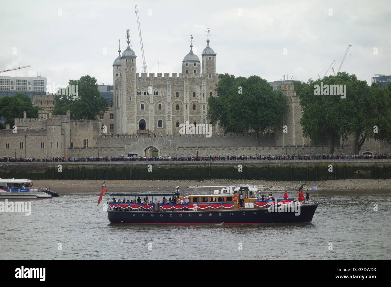 Havengore, Tower of London, River Thames, UK - Her Majesty the Queen's 90th Birthday Celebrations - Stock Image