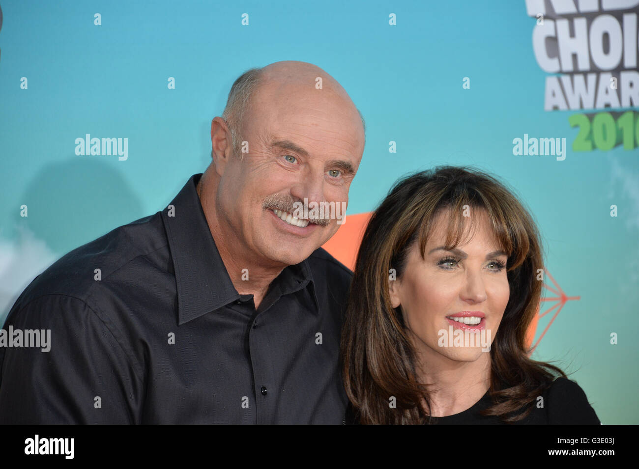 LOS ANGELES, CA - MARCH 12, 2016: Dr  Phil McGraw & wife