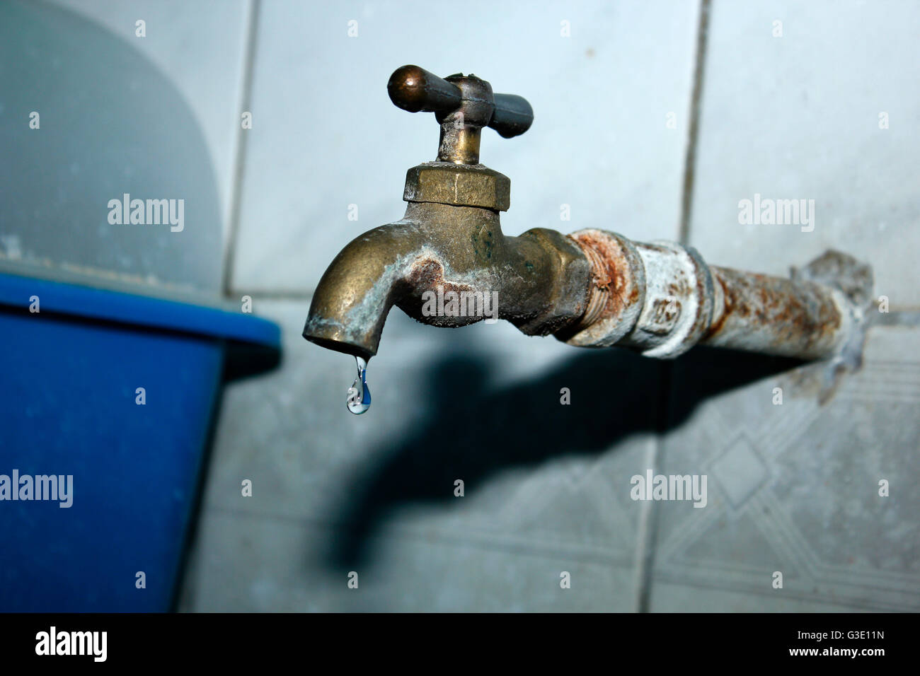 Dorable Rusty Water From Faucet Gallery - Faucet Collections ...