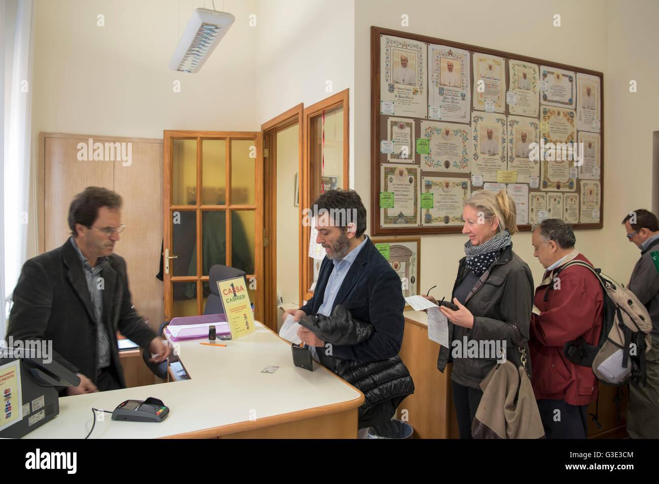 Italien, Rom, Vatikan, Porta Santa Anna, Ufficio Benedizioni - Stock Image