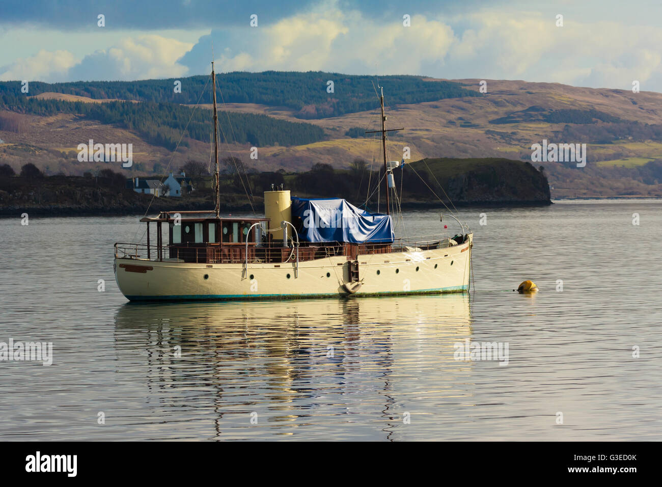 old steam boat anchored in tobermory bay - Stock Image