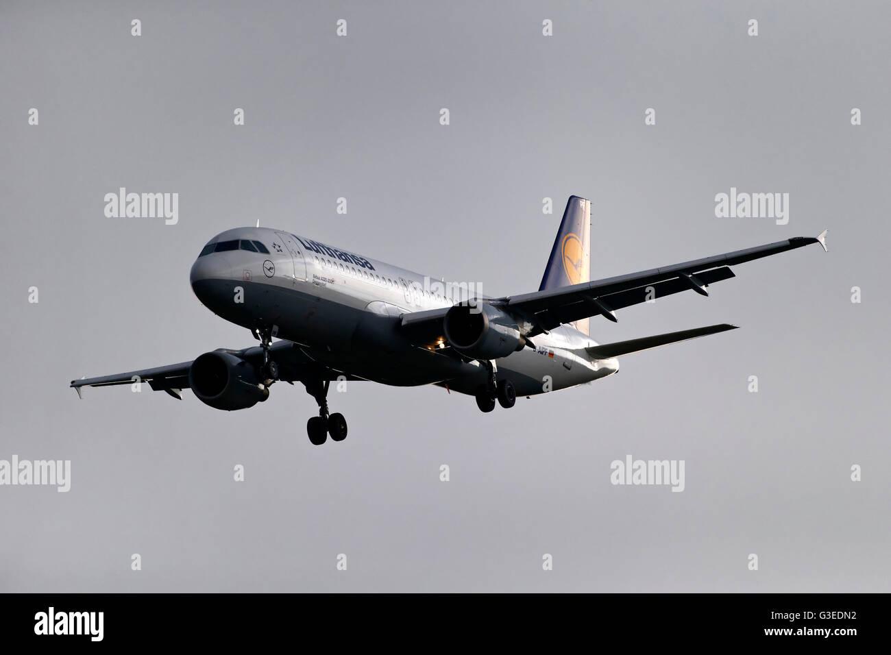 Lufthansa Airbus A320-200 passenger aircraft, on landing approach to  Franz Josef Strauss Airport, Munich, Germany - Stock Image