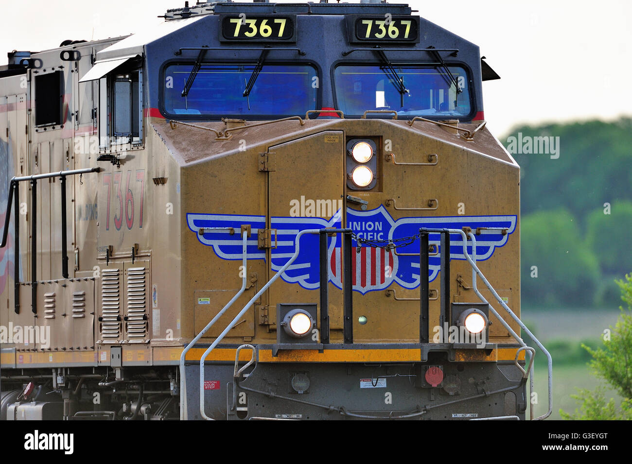 La Fox, Illinois, USA. Close-up look at the front of the lead unit on an eastbound Union Pacific freight train headed - Stock Image