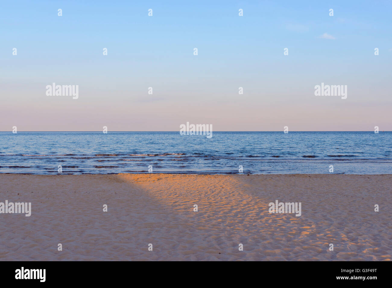 In the Evening the Sun Shines on the Beach, Bunken, Aalbaek, Baltic Sea, North Jutland, Denmark - Stock Image