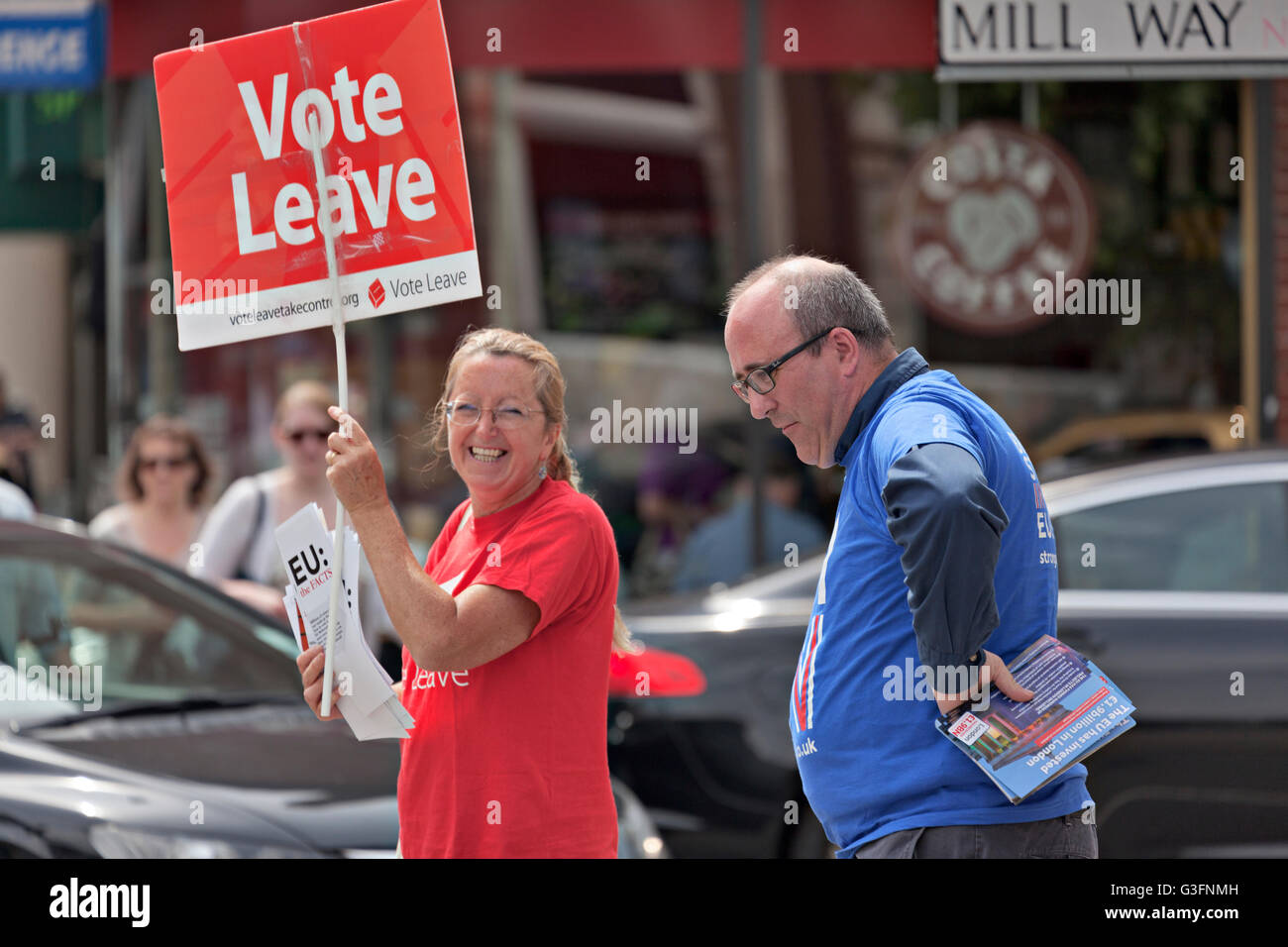 London, UK. 11 June 2016. Pro and Con Brexit Campaigners meet at Mill Hill World Village Market where the public - Stock Image
