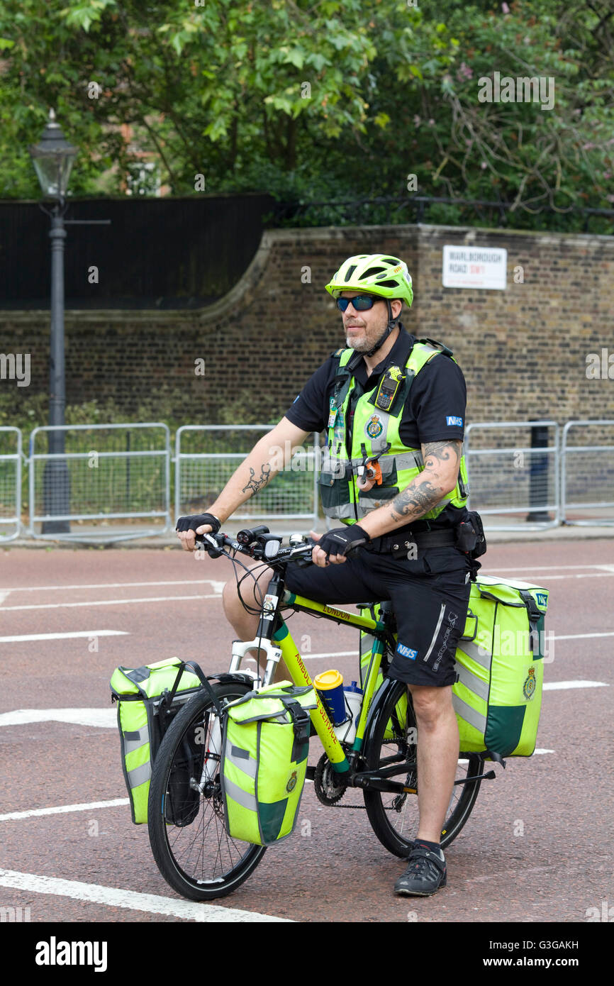 Paramedic on a bicycle - Stock Image