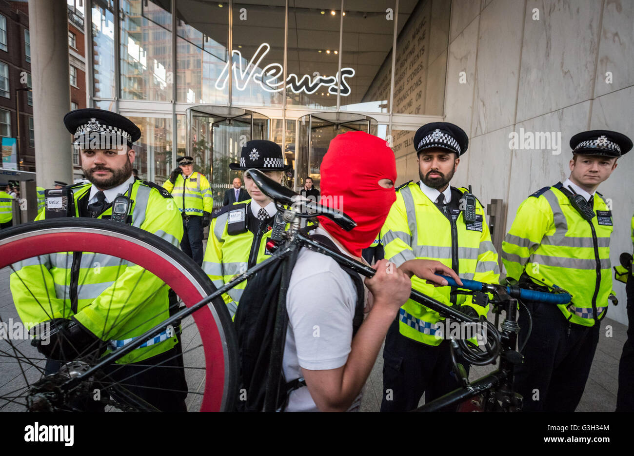 London, UK. 24th June, 2016. Defend All Migrants. A post EU referendum protest led by a few hundred pro-refugee - Stock Image