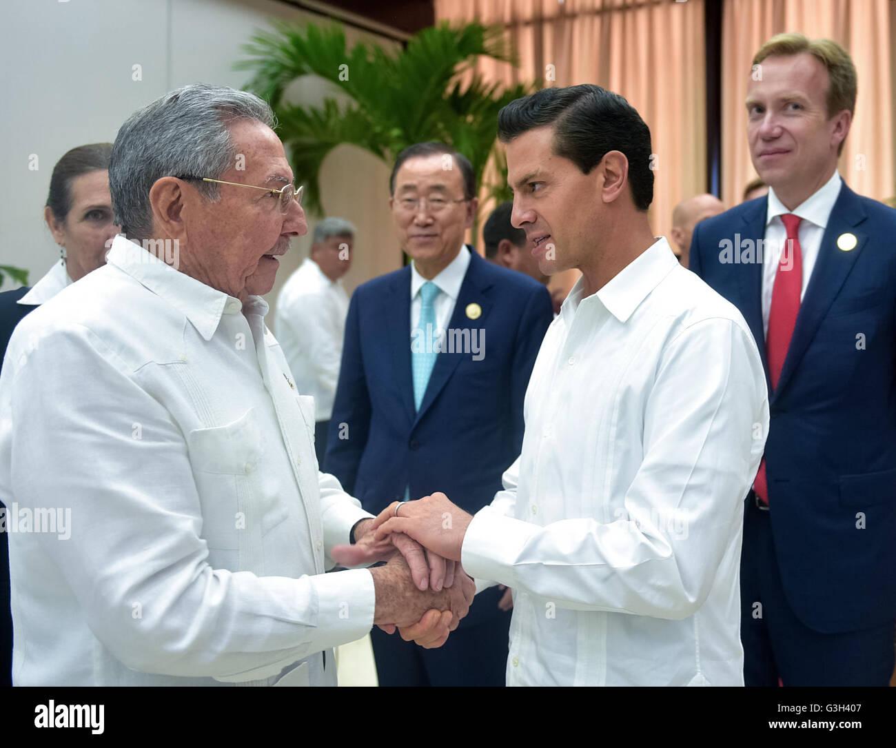 Mexican President Enrique Pena Nieto Shakes Hands With Cuban Leader