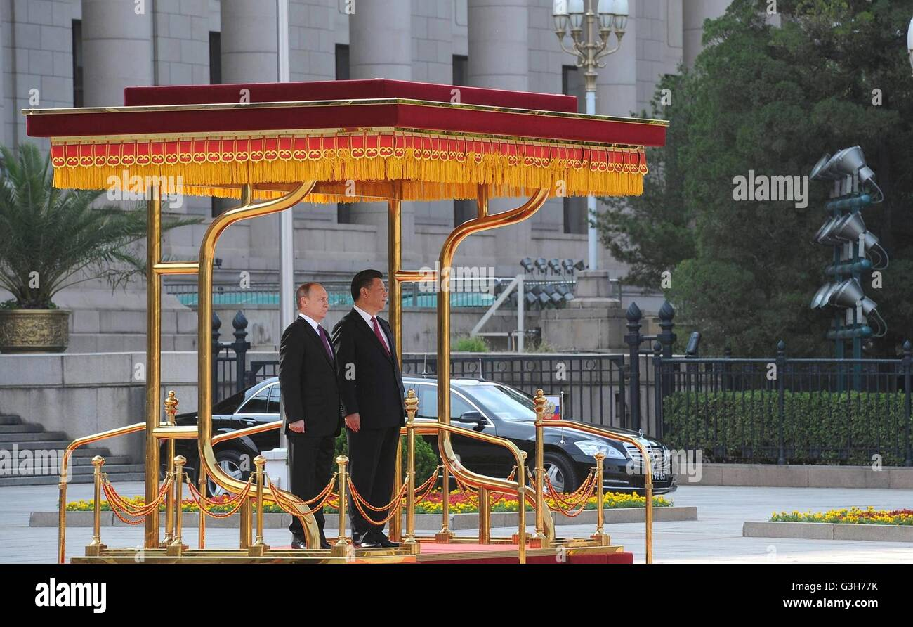 Beijing, China. 25th June, 2016. Chinese President Xi Jinping stands with Russian President Vladimir Putin during - Stock Image