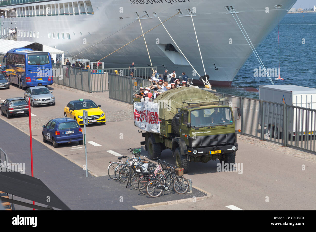Copenhagen Harbour, Denmark. 25th June, 2016. Loud horns, sirens and hooting and yelling students celebrating their Stock Photo
