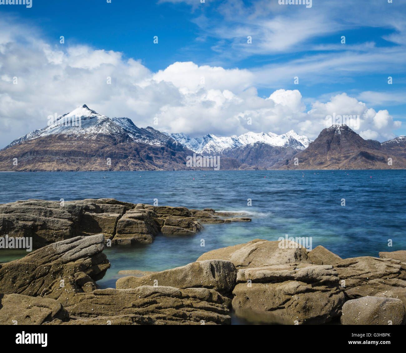 Loch Scavaig and the snow covered summits of the Cuillin Ridge, Elgol, Isle of Skye, Scotland - Stock Image